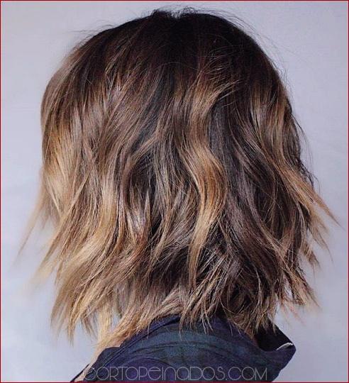 30 peinados medianos para cabello grueso para complementar tu look