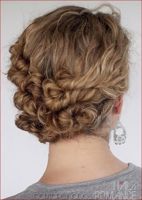 Updos hermosas para el cabello naturalmente rizado