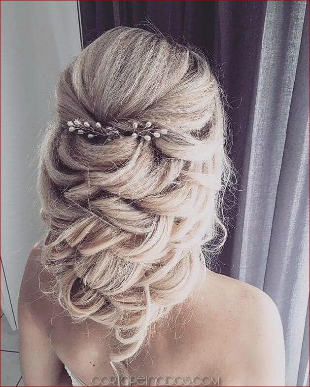 50 ideas modernas para el peinado de bodas con impresionantes trenzas, rizos y peinados
