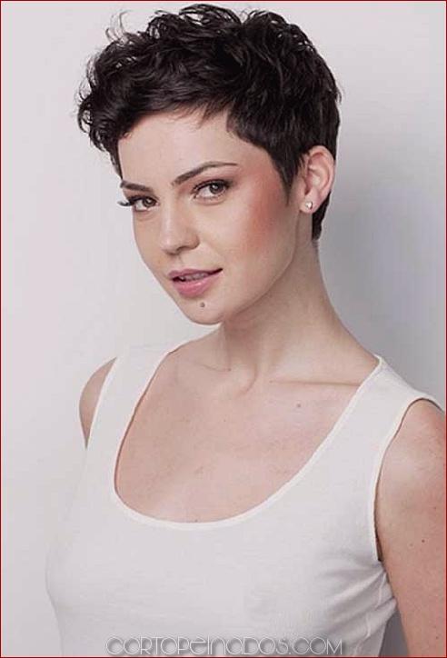 32 Cortes de pelo cortos para cabello ondulado para lucir deslumbrante