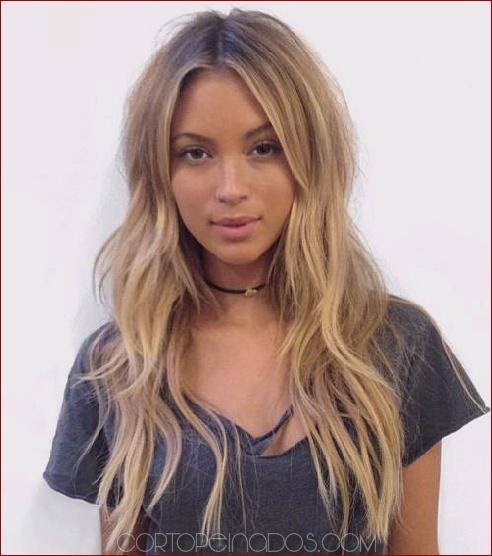 20 peinados de largo glamour en capas para las mujeres