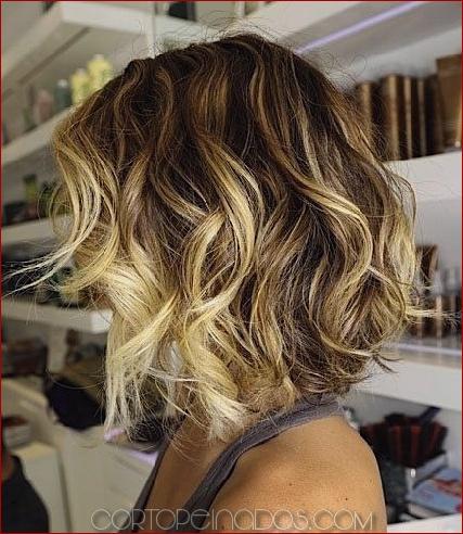 Los peinados ondulados cortos más elegantes