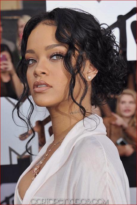 Los 30 mejores peinados de Rihanna