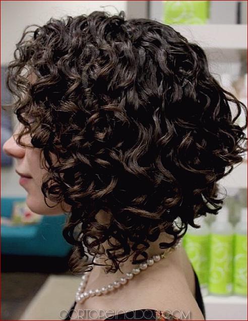 Peinado rizado para cabello corto y fino
