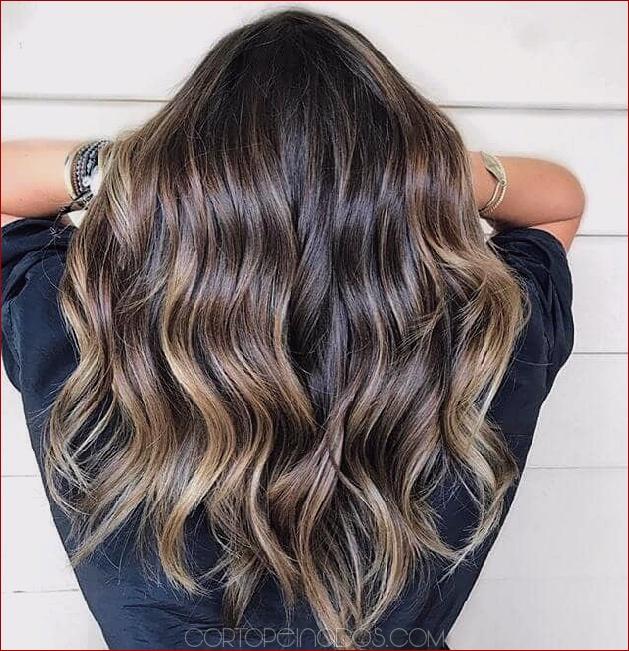 50 brillantes ideas de cabello ondulado para cortes contemporáneos