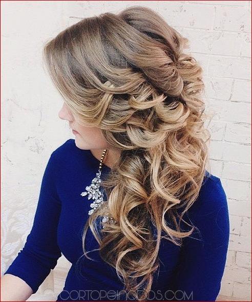 Peinados para cabello largo de medio lado